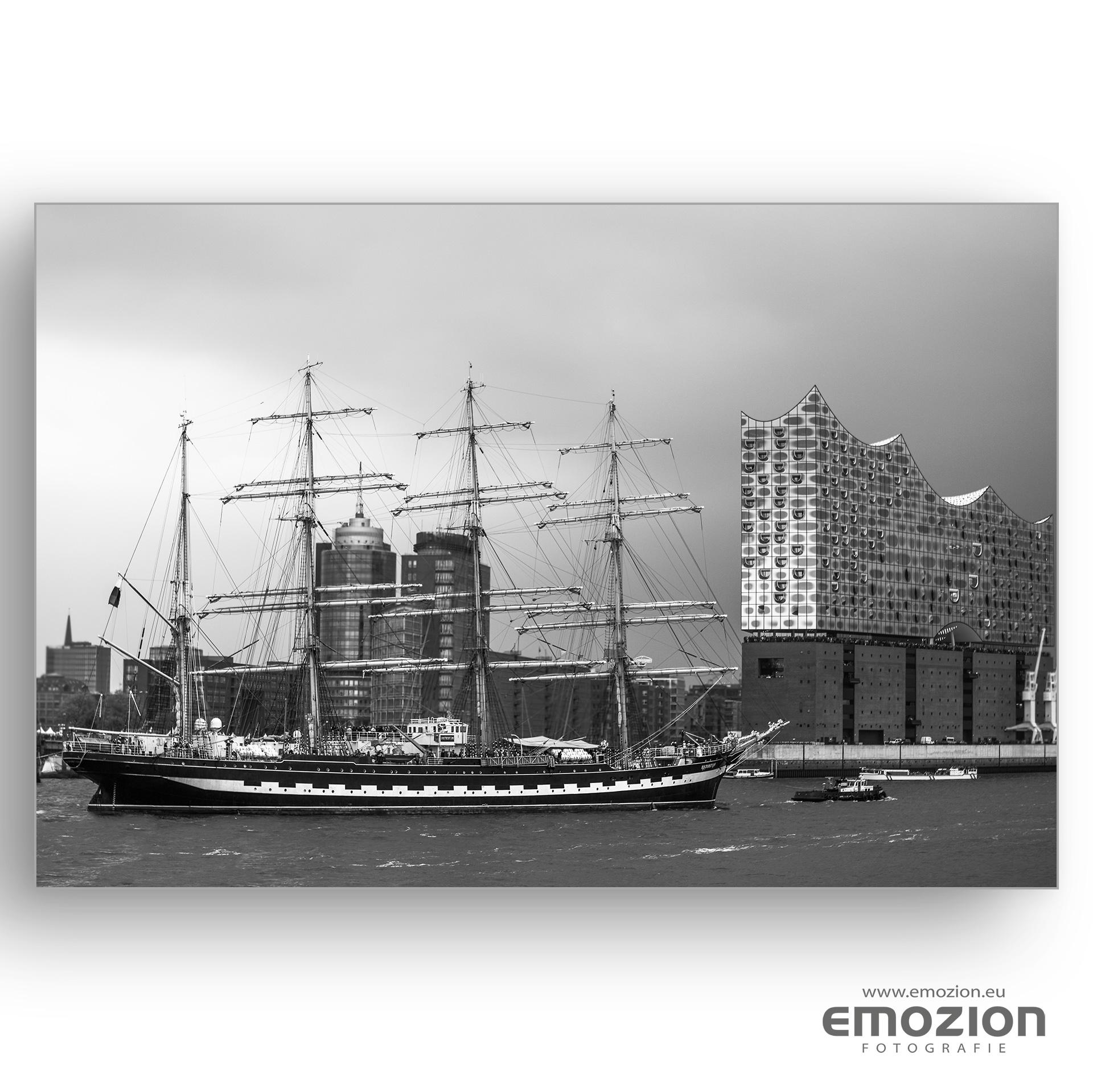 Elbphilharmonie Hamburg mitSegelschiff - EMOZION - Fotograf Sascha Block