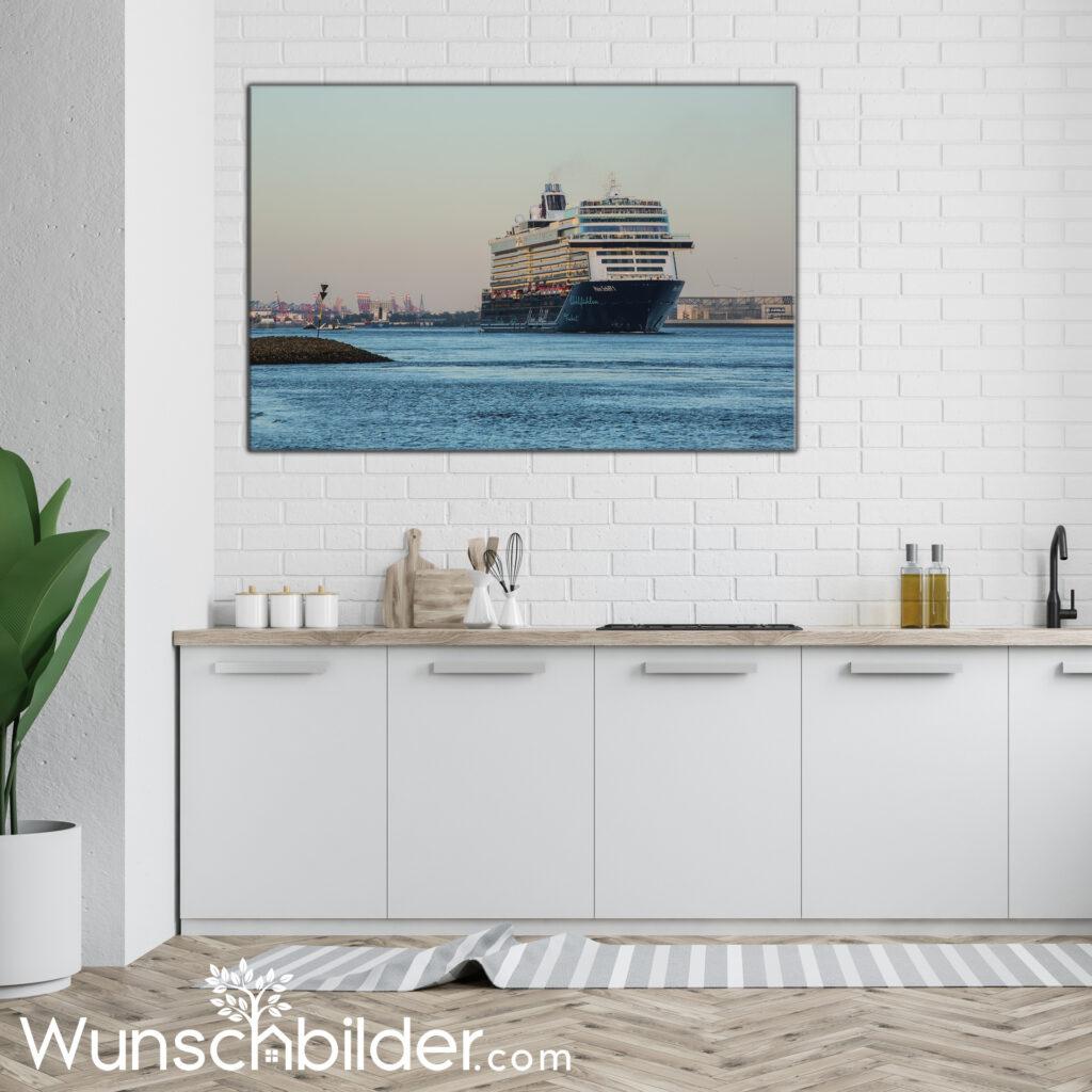 Kreuzfahrt Hamburg - Bild auf Leinwand Fotokunst in der Kueche
