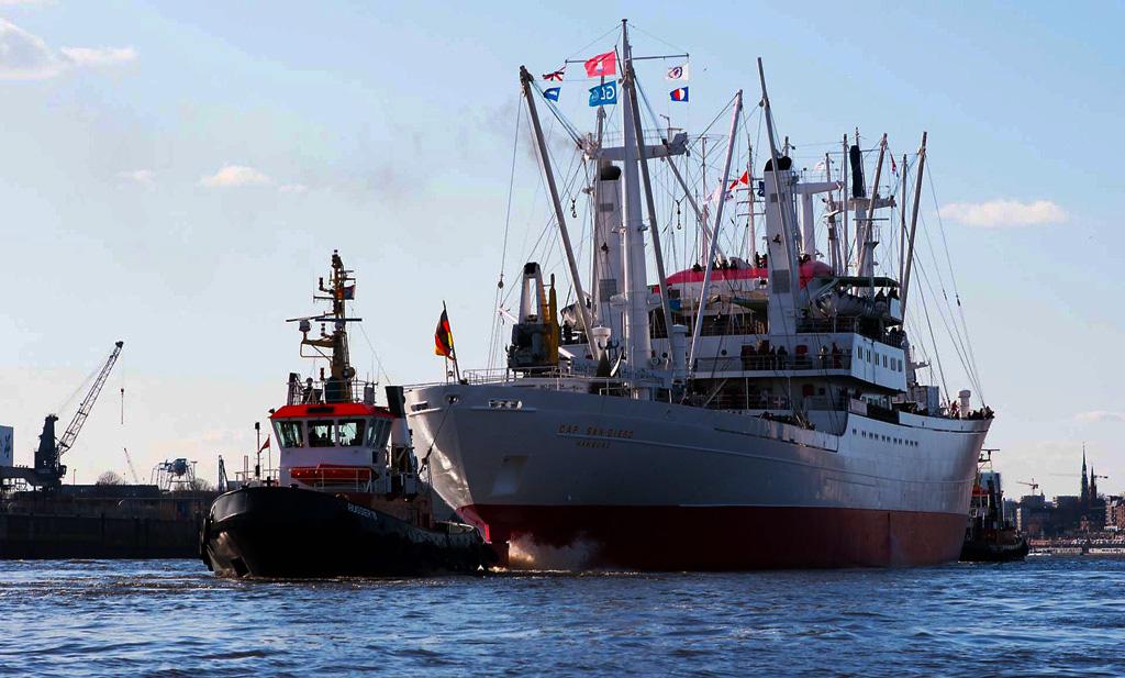Jungfernfahrt MS Cap San Diego - Elbe Hamburg